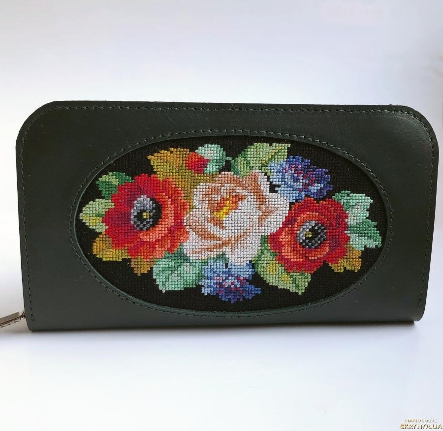 pictured here Шкіряний жіночий гаманець з вишивкою