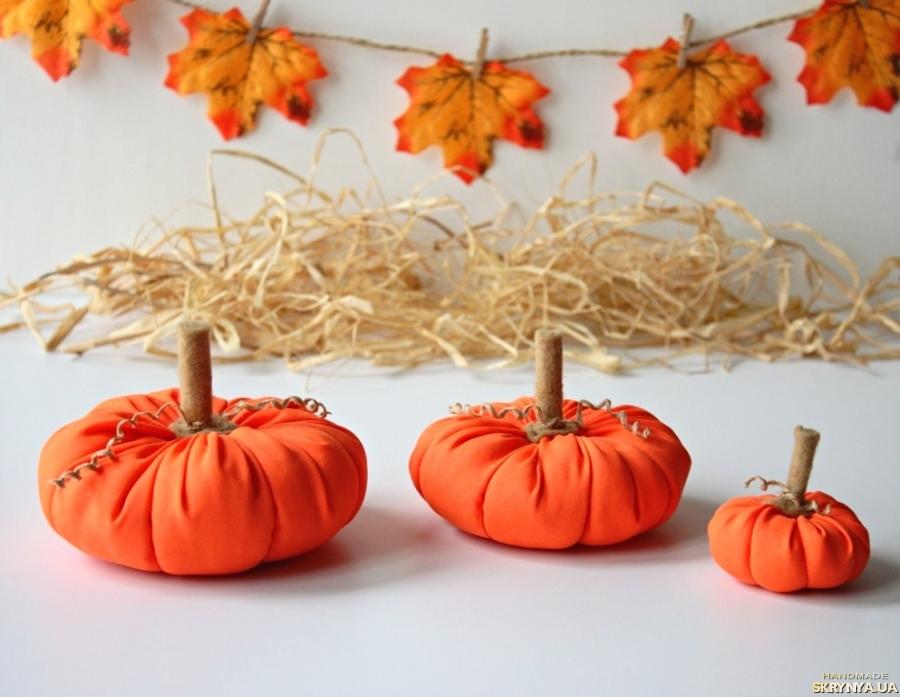 тут изображено Тыквы. Текстильные тыквы на Хеллоуин. Интерьерные тыквы. Осенний декор.