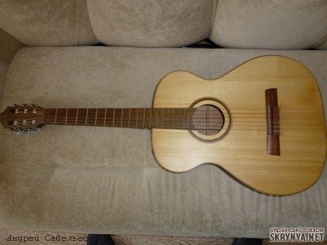 тут изображено Гитара классическая испанская