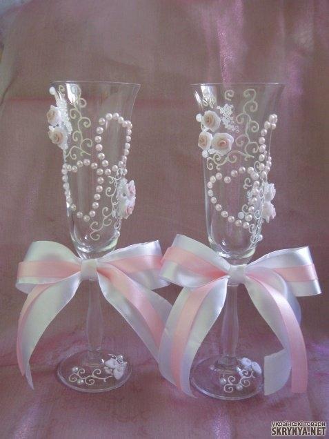 тут изображено Свадебные бокалы розовые