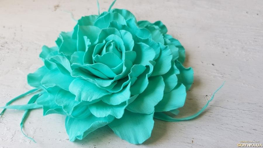 тут изображено Заколка-брошка«Лазурна троянда»