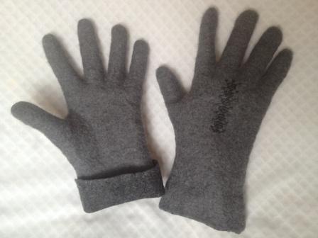 тут изображено Мужские валяные перчатки