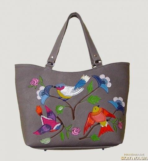 тут изображено Кожаная сумка райские пташки