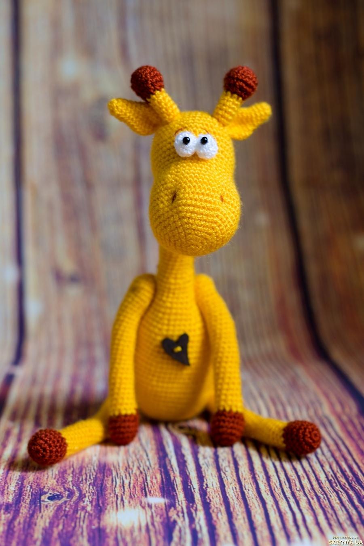 тут изображено «Жираф мечтательный необыкновенный»