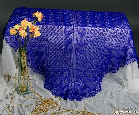 тут изображено Ажурная синяя шаль Для королевской особы