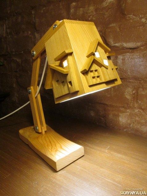 тут изображено Лампа настольная.