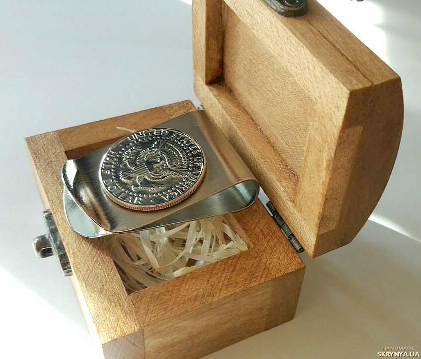 тут изображено Зажим для денег с монетой HALF DOLLAR (50 cents)