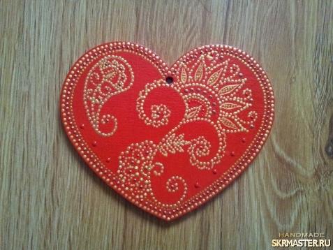 тут изображено Сердечко-валентинка из дерева
