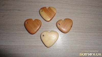 тут изображено Кулон - подвеска Сердце