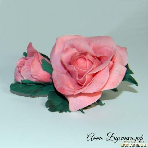 тут изображено Брошь Чайная Роза