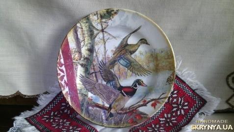 тут изображено Декоративна тарiлка ′Дикi качки′
