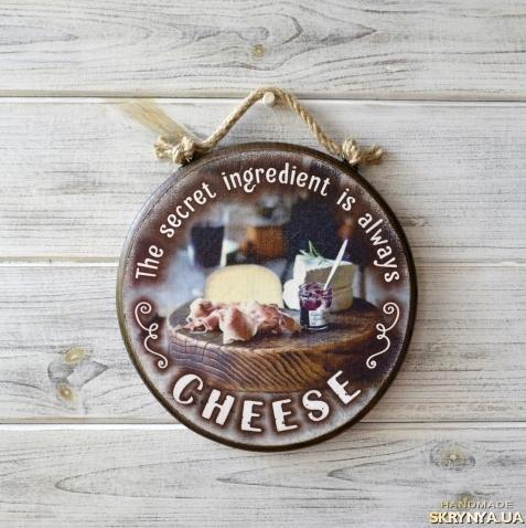 тут изображено Cирна дошка «The Secret Ingredient is Always Cheese»
