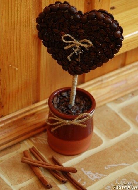 тут изображено Кофейное дерево ′сердечко′