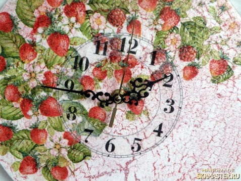 тут изображено Часы настенные ′Земляничные′