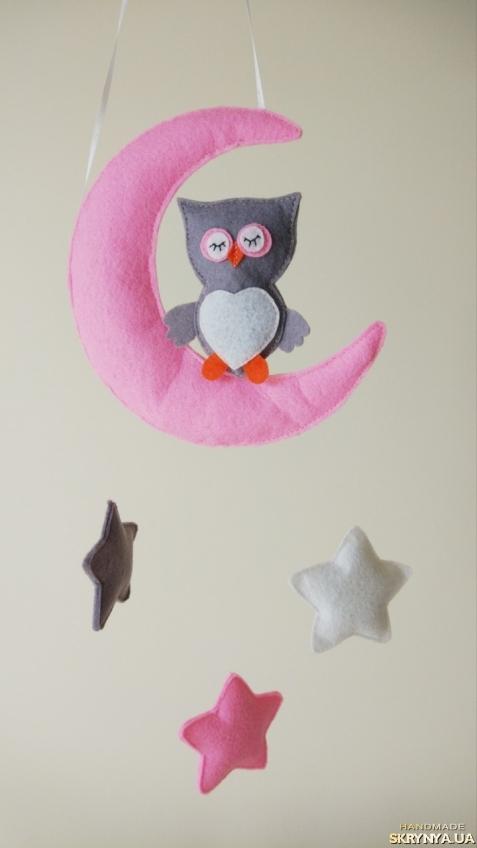 тут изображено Фетровый мобиль в детскую кроватку Owl on the moon