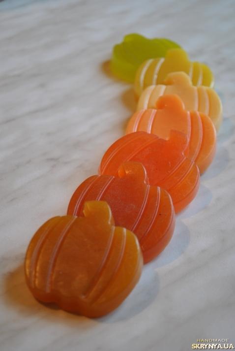 тут изображено Мыло ручной работы ′Темно-оранжевая тыква′