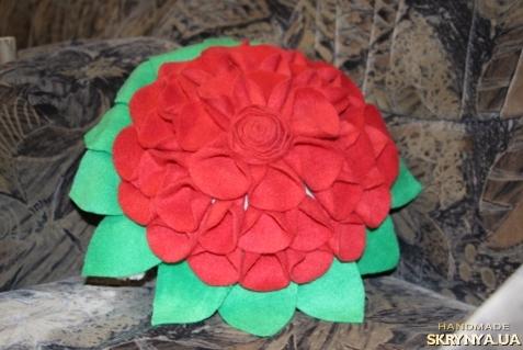 тут изображено Подушка цветок