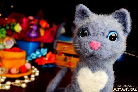 тут изображено Котик игрушка