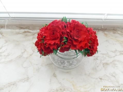 тут изображено Красные розы обруч
