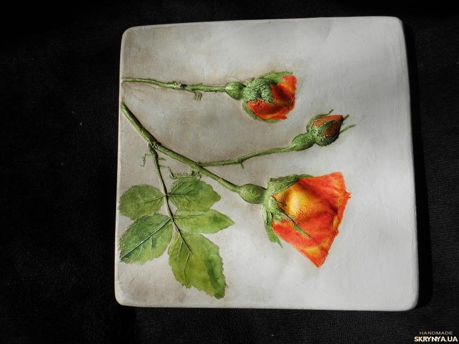тут изображено Панно из гипса Роза вьющаяся