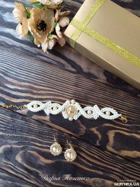 тут изображено Комплект украшений из бисера и кристаллов ′Элегантный′
