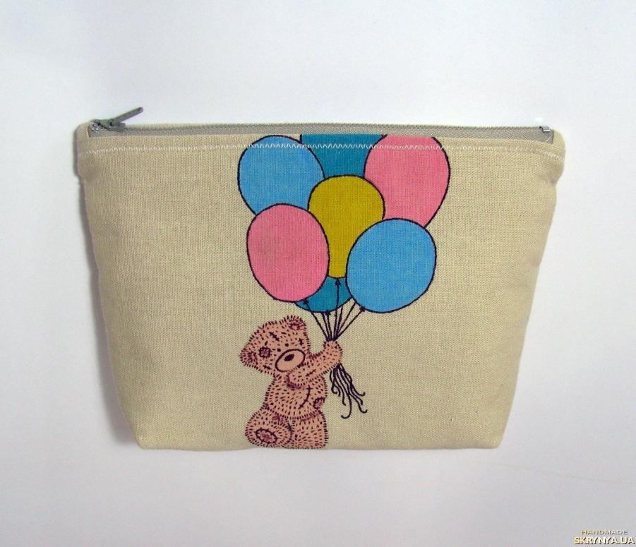 тут изображено Косметичка ′Мишка с шариками′