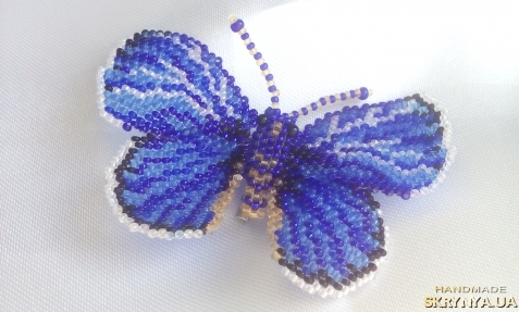 "тут изображено Брошь бабочка из бисера  ""Голубянка-икар"""
