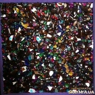 тут изображено Мозаика из битого цветного стекла