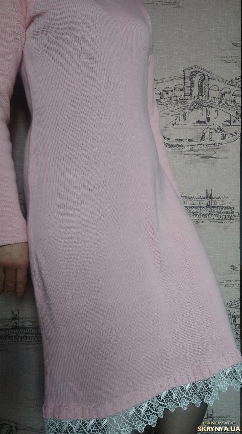 тут изображено Платье с кружевом