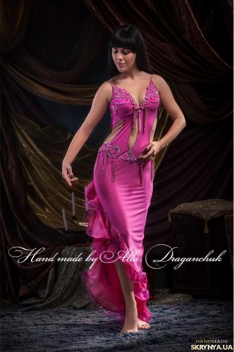 тут изображено Платье танцевальное