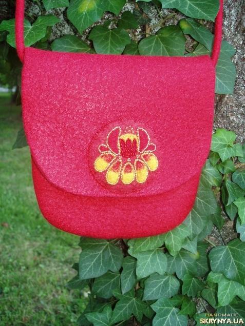 тут изображено Сумка кросс-боді Червона квітка