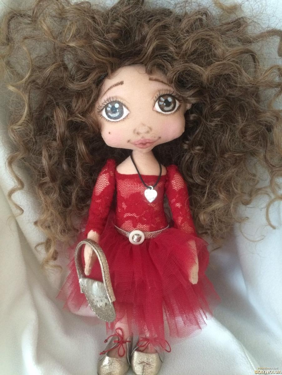 тут изображено Текстильная кукла ручной работы