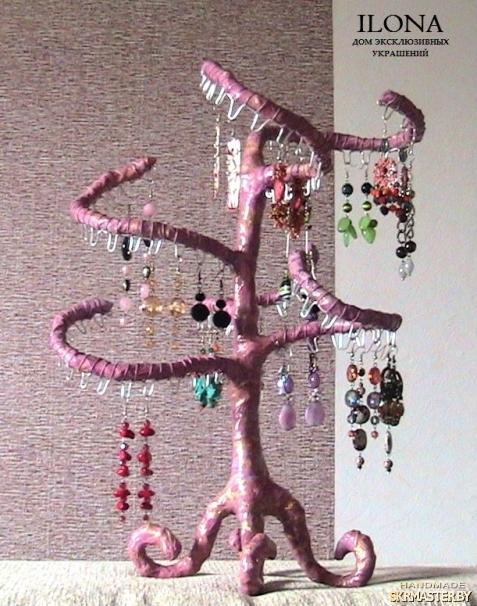 тут изображено Подставка для серег «Розовое Дерево» ручной работы