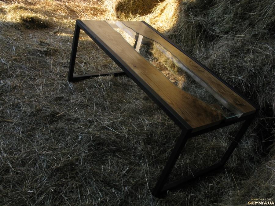 тут изображено Кофейный стол ′Река′ из массивной доски дуба.