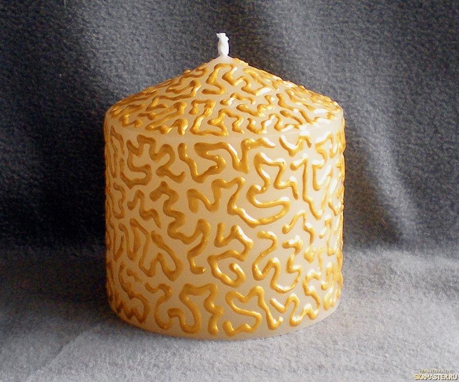 тут изображено Свеча ′столбик пухлый′. Коллекция ′Золотые кружева′