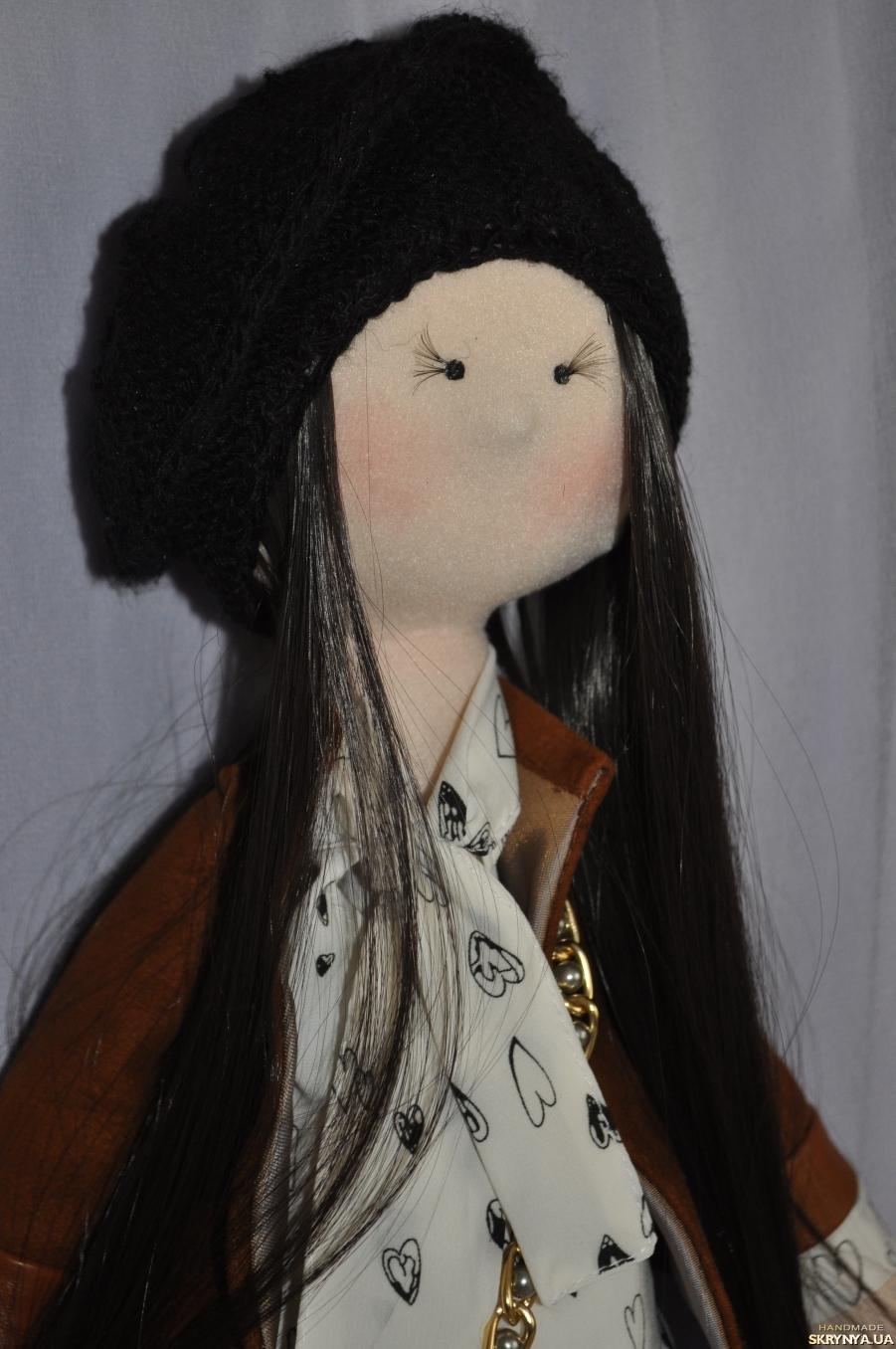 тут изображено Лялька Алісія