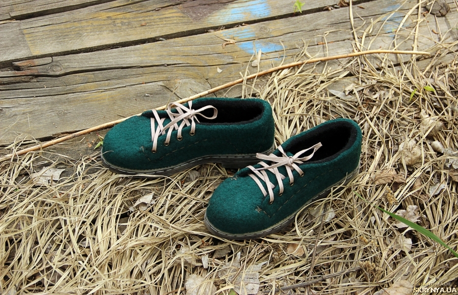 тут изображено Валяные туфли Изумрудная королева