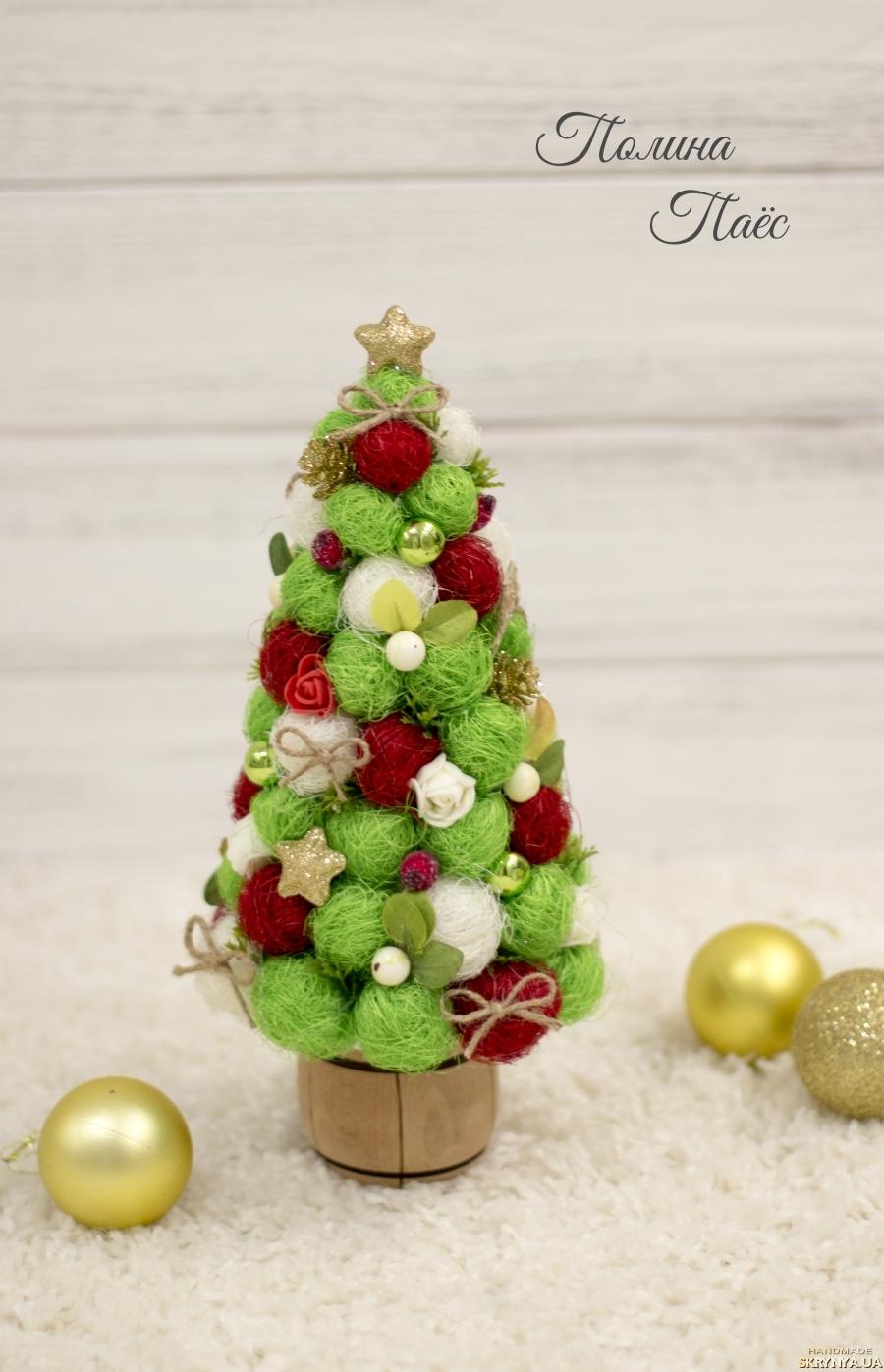 тут изображено Декоративная ёлка из сизаля ′Рождественское чудо′