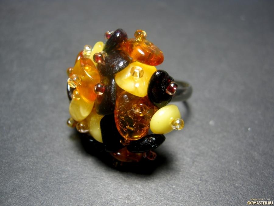 тут изображено Кольцо из натурального янтаря′Янтарное′