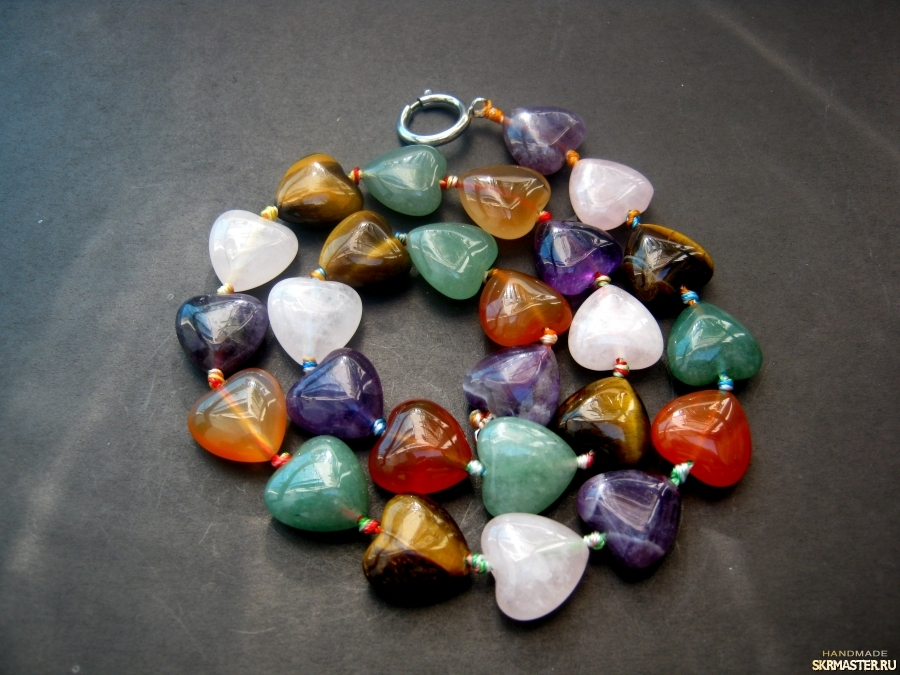 тут изображено Бусы из натуральных камней′Самоцветы′