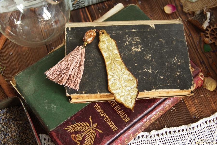 тут изображено закладки для книг деревянные в ассортименте