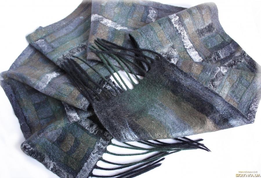 тут изображено Валяний чоловічий шарф ПОЛОСКА