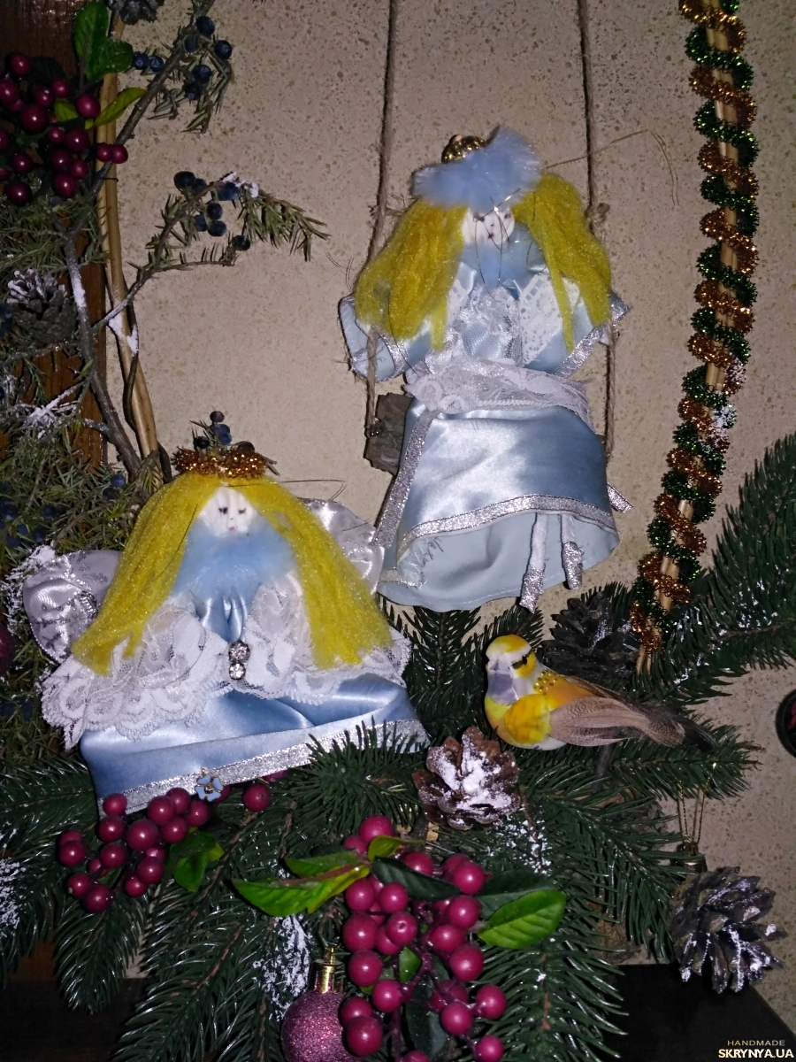 тут изображено девочка и ангел