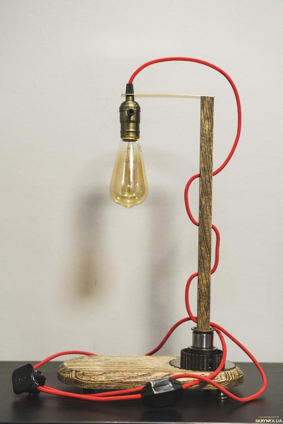 тут изображено Настольная лампа ′PrideJoy′ из натурального дерева