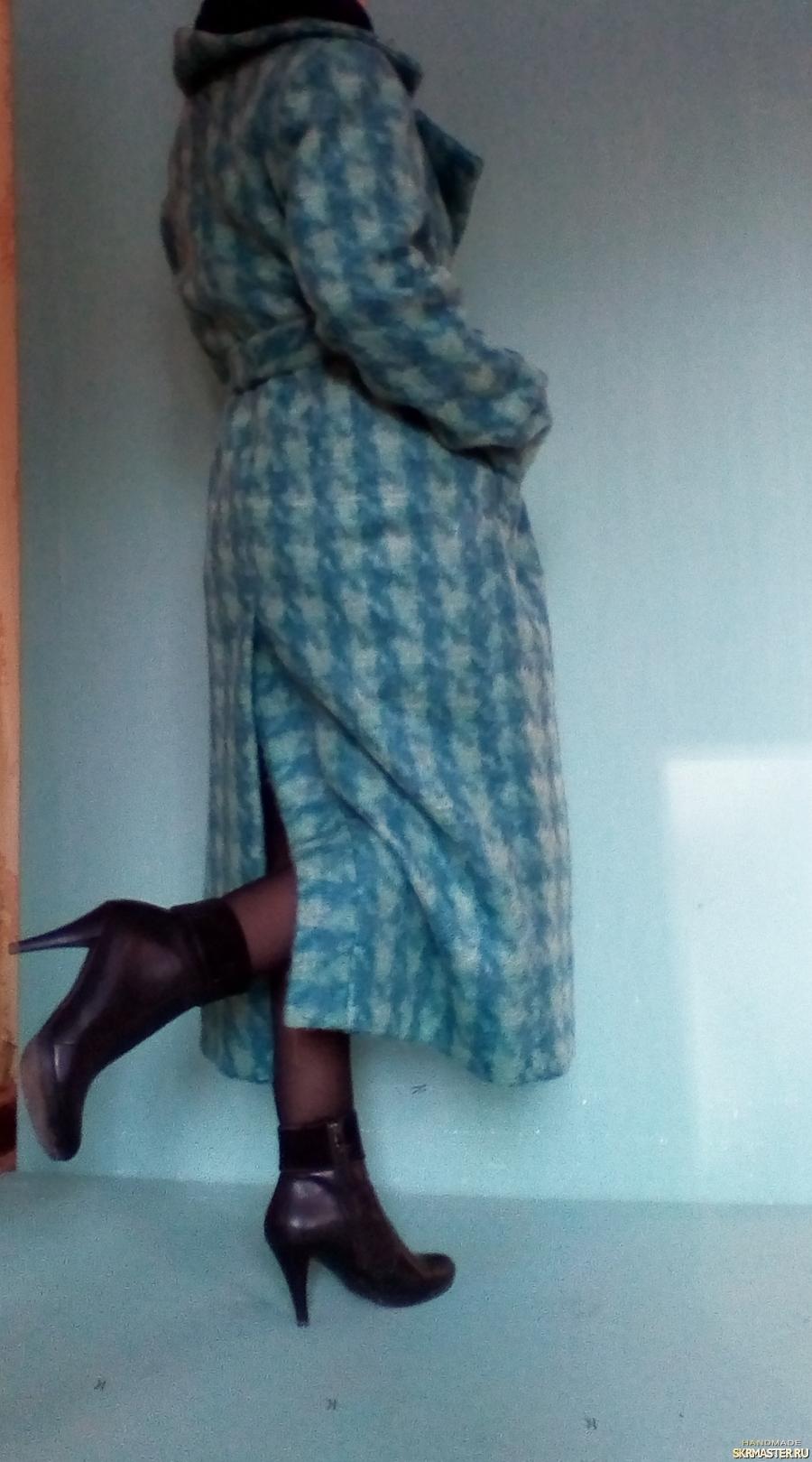 тут изображено Кашемировое демисезонное пальто.