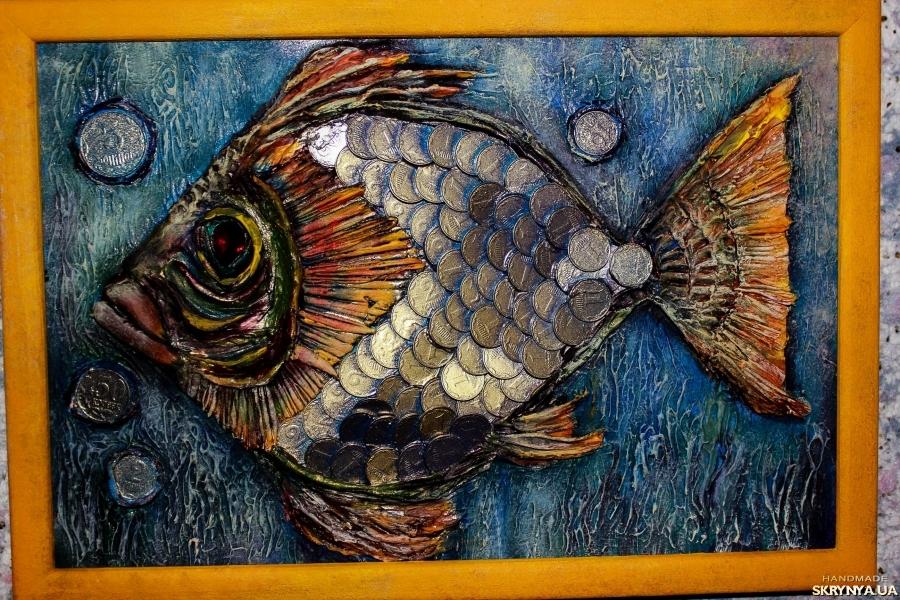 тут изображено Символичное панно Денежная рыба
