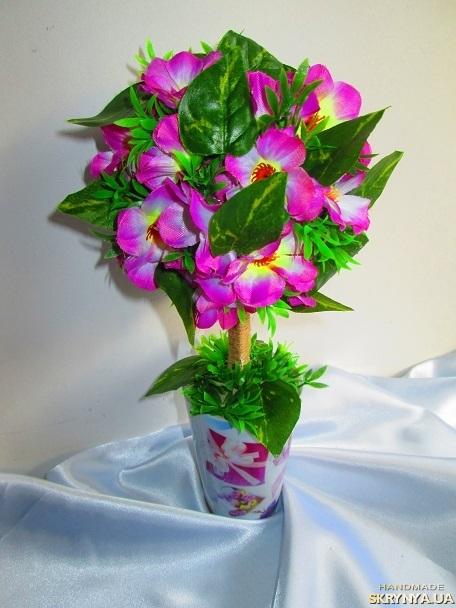 тут изображено Цветочный топиарий