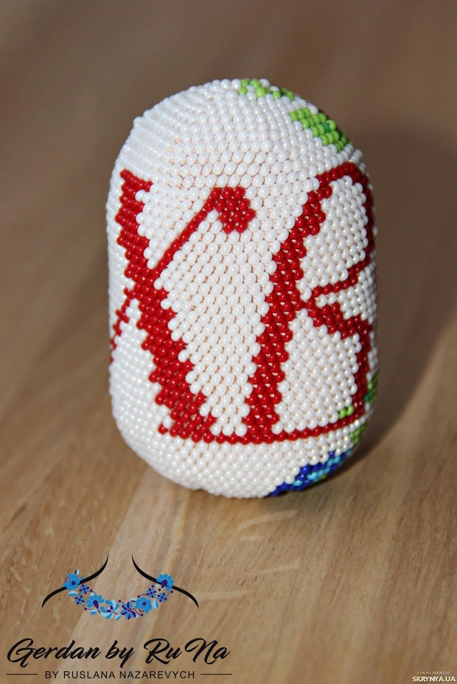тут изображено Великоднє яйце з бісеру