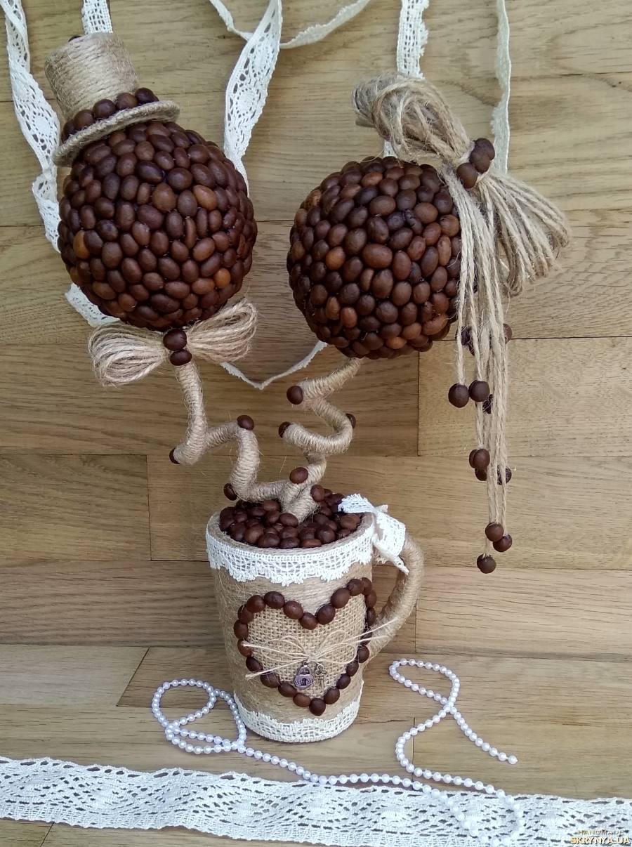 тут изображено Топіарій з зерен кави (кофейный топиарий)