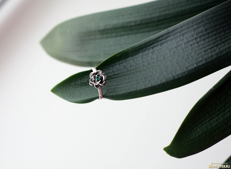тут изображено Кольцо ′Роза′
